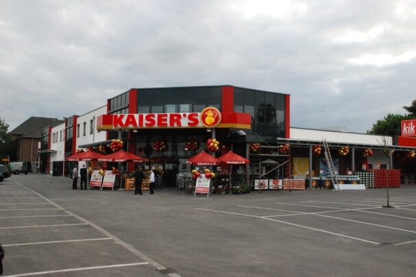 Neubau eines Gewerbeanlage mit Supermarkt, Einzelhandel, Gastronomie