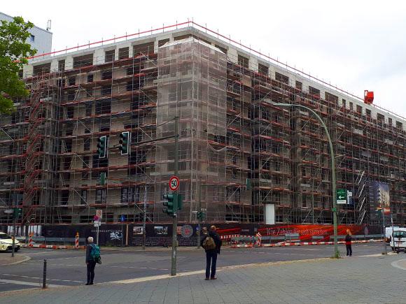 Blick SCHOENEGARTEN Ecke Genthiner Straße September 2019