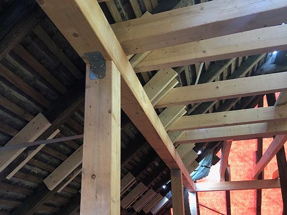 Haus 11 Neue Stützen Und Pfetten Im Dach